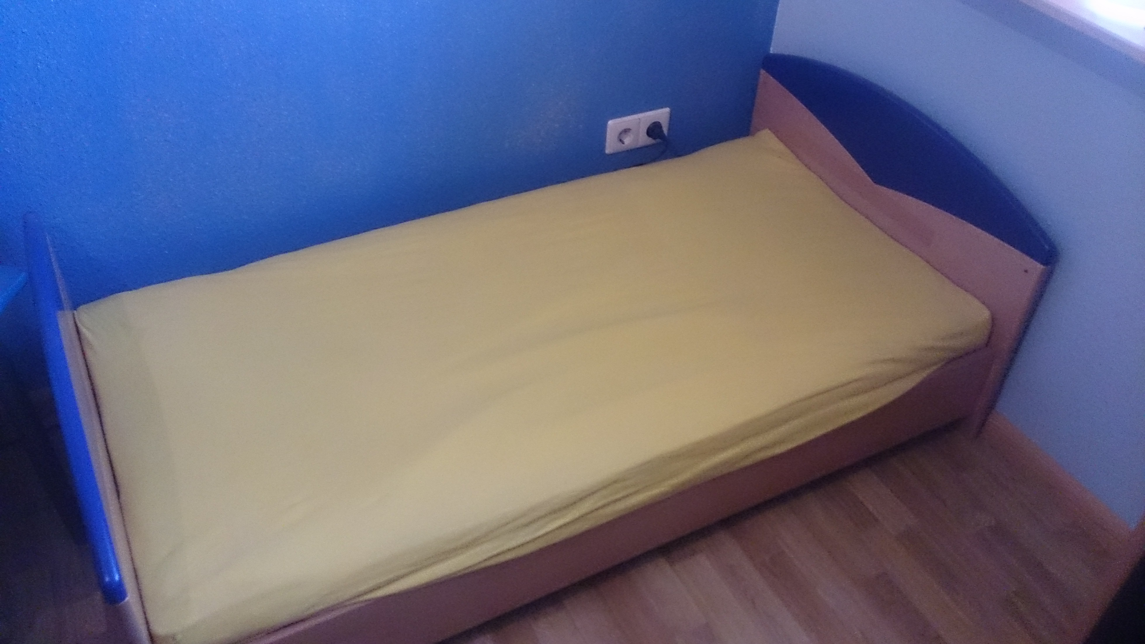 Möbel für Kinderzimmer zu verkaufen, Farbe buche/blau, teilmassiv