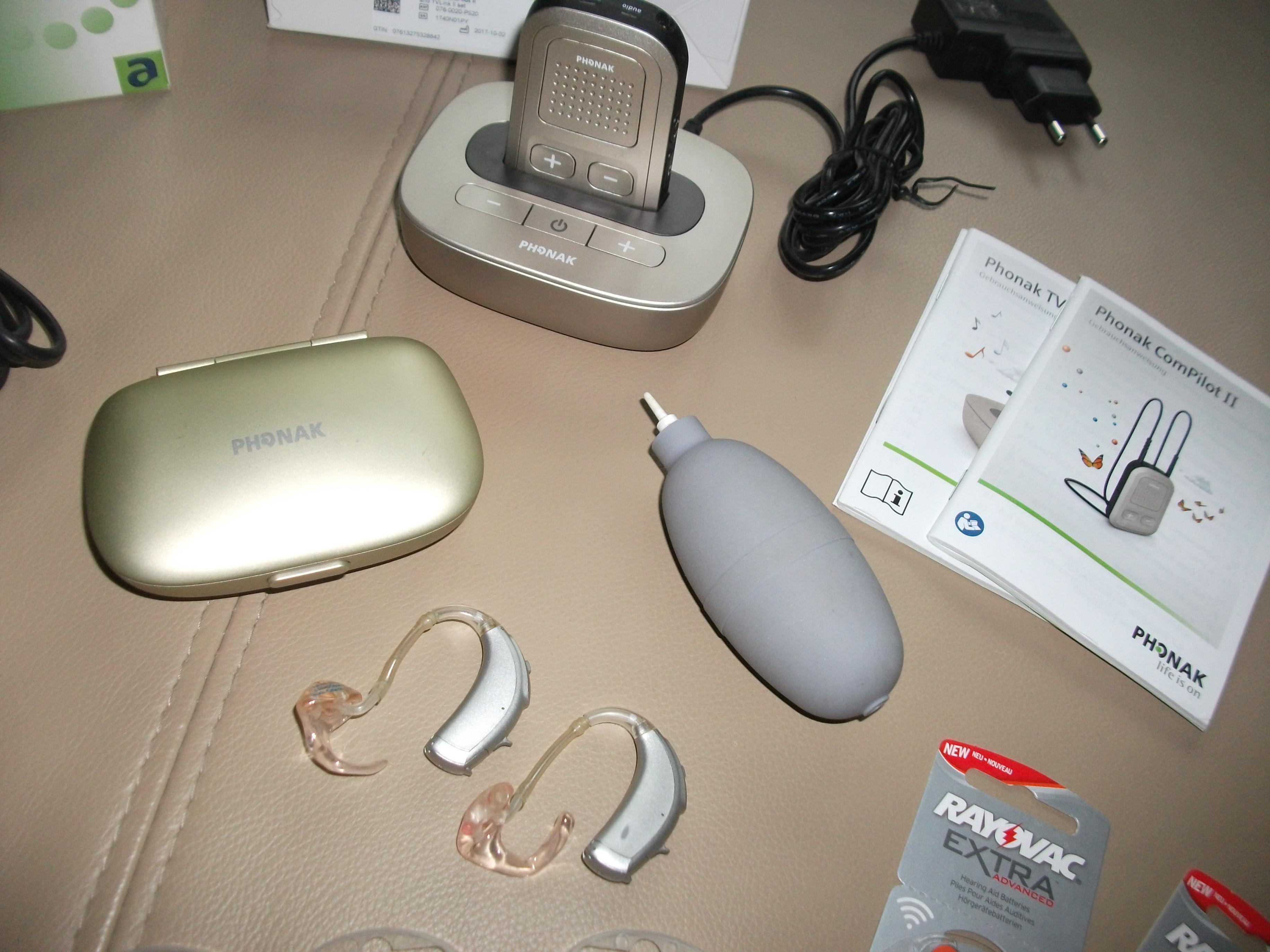 2 Hörgeräte Phonak + viel Zubehör zu verkaufen