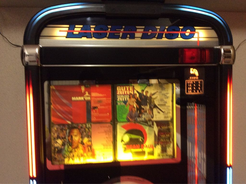 Musikbox, Jukebox, CD Wandmusikbox für 100 CDs. Marke NSM