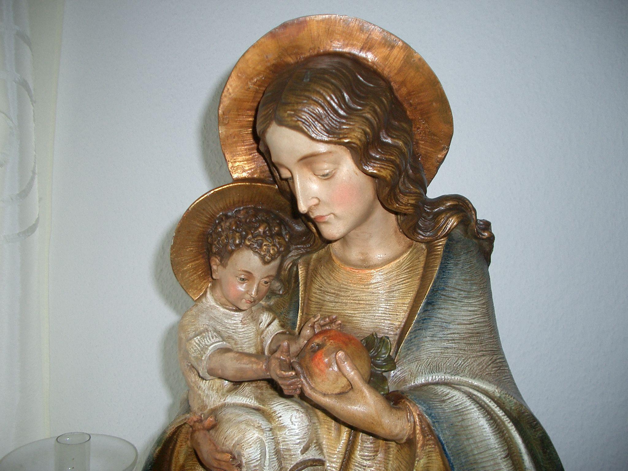 Madonna mit Kind Figur signiert