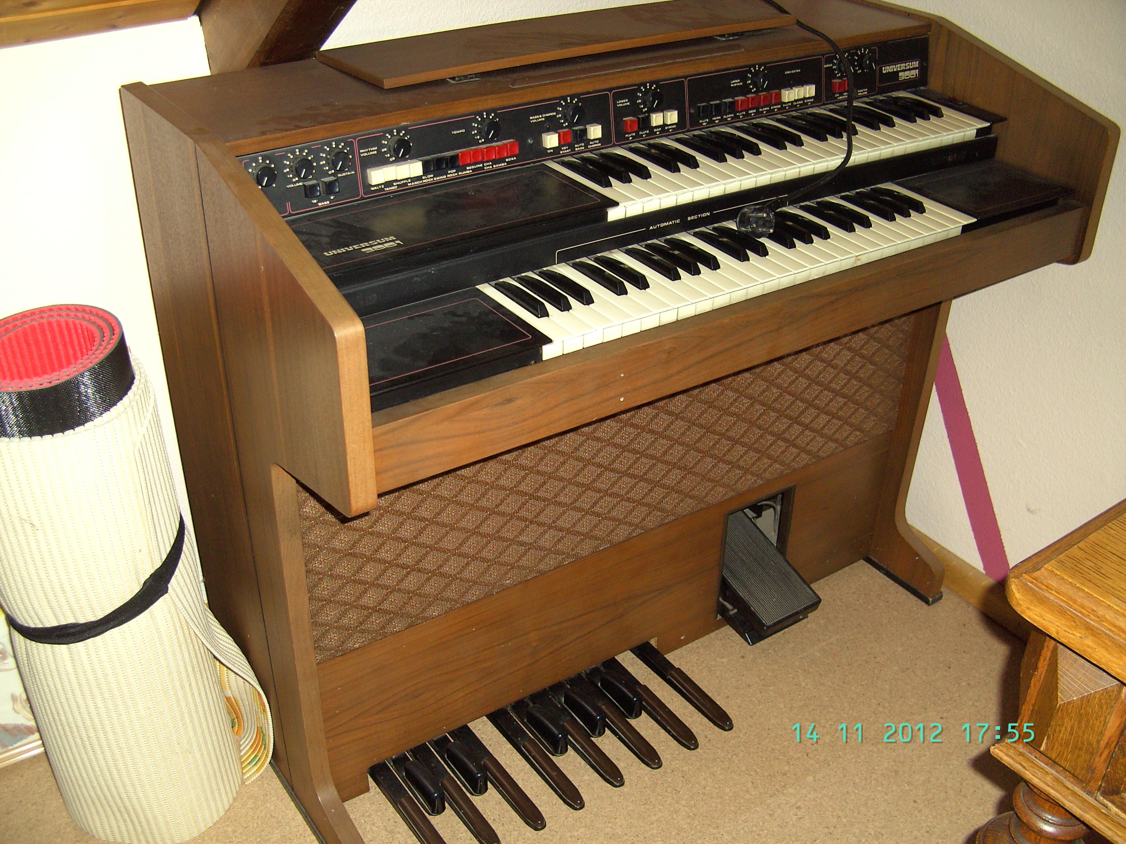 Elektrische Orgel Universum 3001